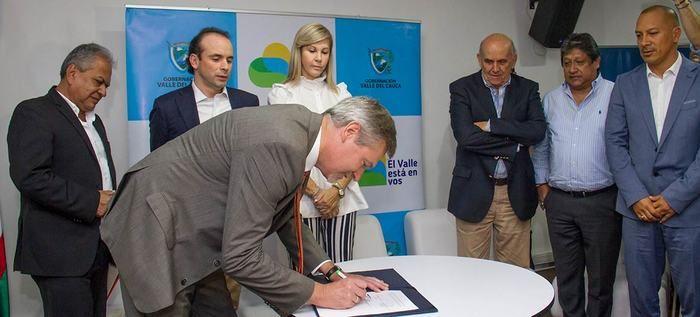 Firmado acuerdo para sufragar estudios del Tren de Cercanías