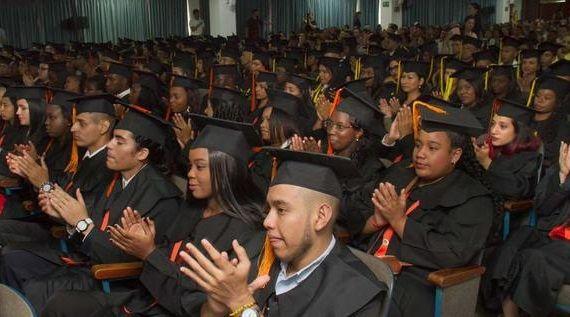 670 jóvenes caleños se encaminan hacia el progreso