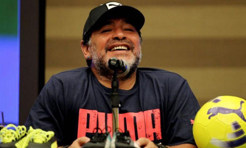 Maradona realizó chequeo de sus rodillas en Cali