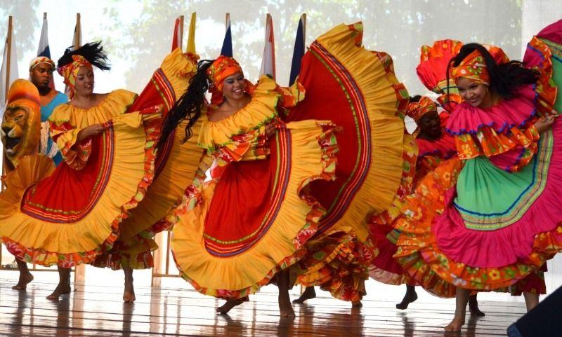 """Grupo de Danzas Folclóricas """"Carmen López"""" celebra 50 años"""