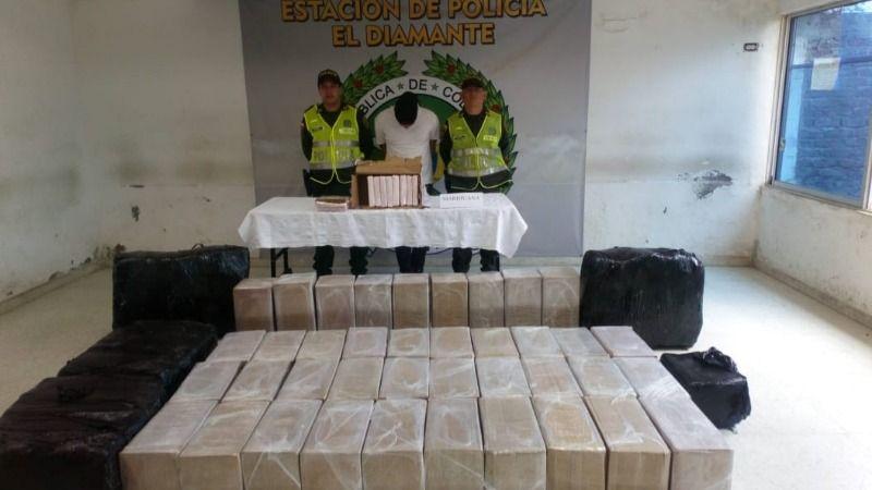 Decomisados 350 kilos de marihuana camuflado en resmas de papel y cajas de cartón