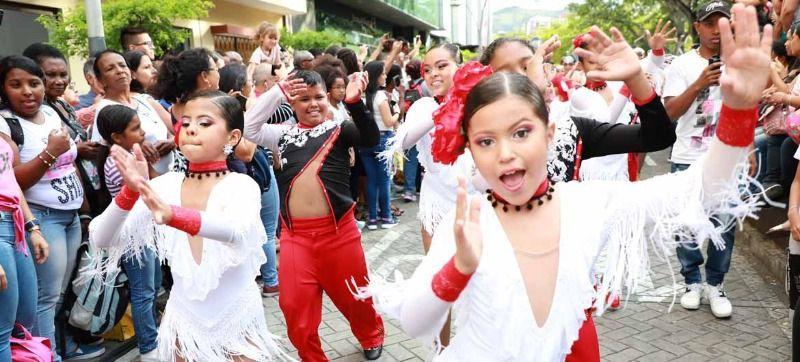 Niños que le bailaron a Cali recibieron reconocimiento