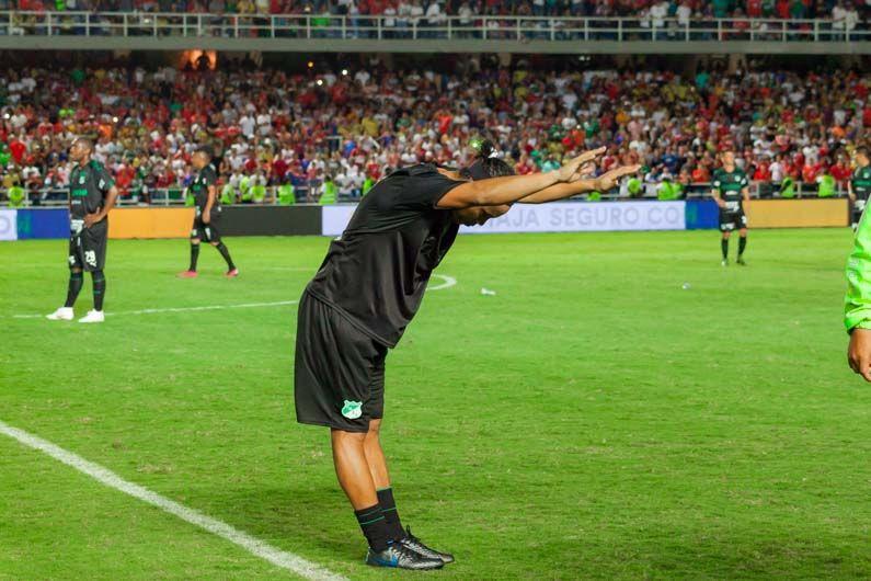 Futbolista Ronaldhino disputó clásico amistoso en el estadio Pascual Guerrero
