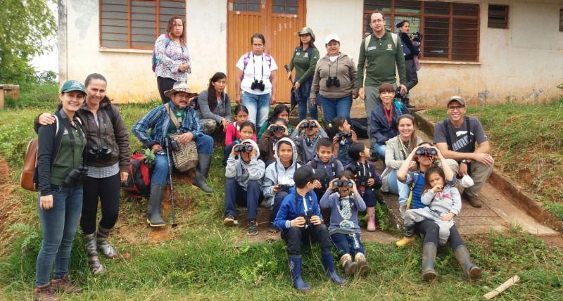 Avistamiento de aves en el bosque de Roblenegro con los niños de la Escuela El Otoño