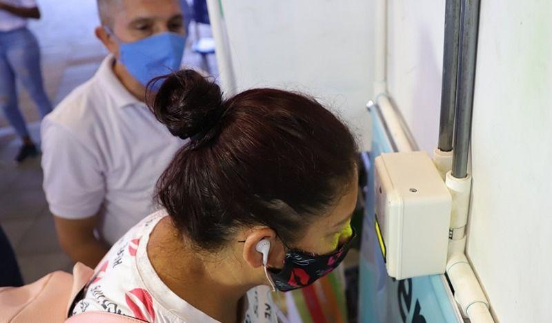 Instalan dispositivo para detectar síntomas del virus