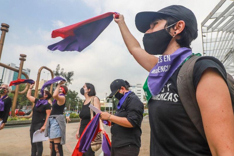 Plantón contra la violencia a la mujer
