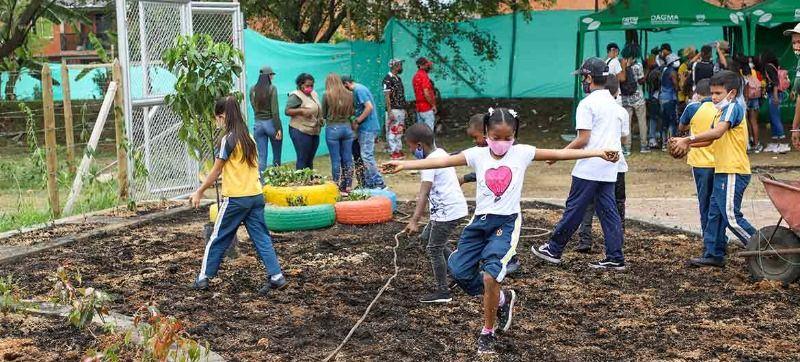 Siembra en el Jardín de la Vida homenajeó a estudiantes de Llano Verde