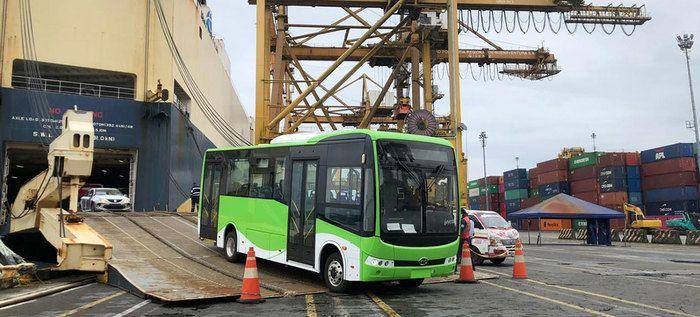 Desembarcó en Buenaventura nueva flota de buses eléctricos para el MIO