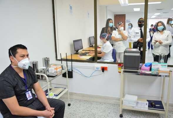 Gobierno nacional anunció envío de 4.500 vacunas más para el Valle