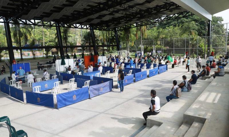 Centro de vacunación contra la Covid abrió en la comuna 22