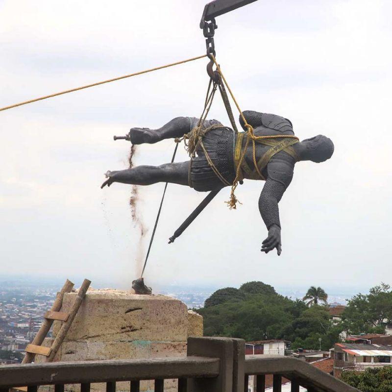 Así fue desmontada la estatua de Sebastián de Belalcázar