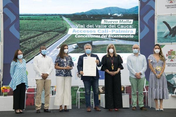 Autoridades firmaron contrato de concesión de la Malla Vial del Valle