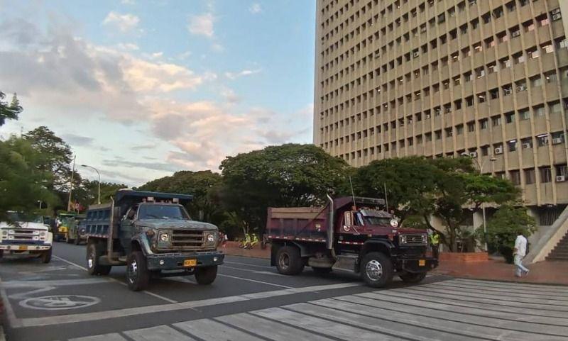 Prohibido tránsito de volquetas y vehículos de carga hasta el miércoles