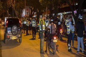 En operativo en la comuna 19 policía incautó armas blancas y marihuana