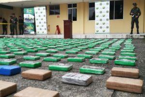 Incautados 496 kilos de cocaína en embarcación abandonada cerca del puerto de Buenaventura