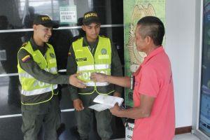 Ejemplo a seguir: Trabajador resalta honradez de dos auxiliares de Policía tras extraviar dinero