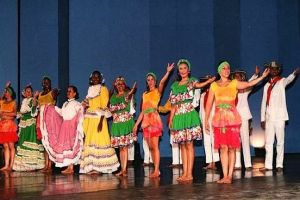 Encuentro de danzas folclóricas Mercedes Montaño arranca Temporada de Festivales