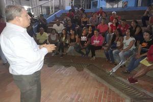 Jóvenes en riesgo de la Comuna 1 reciben becas para estudios universitarios