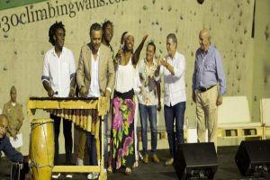 Presidente y Alcalde interactuaron con artistas del Petronio Álvarez