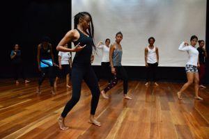 Yndira Perea comparte con 30 bailarines su danza afrocontemporánea
