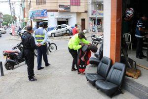 Policía inspeccionó comercios de autopartes
