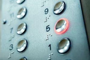 Urge reglamentar revisión obligatoria de ascensores ante aumento de accidentalidad