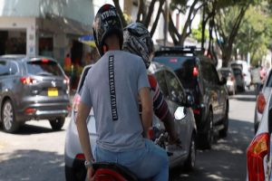 Alcalde Armitage revirtió decisión que permitía parrillero hombre en motos