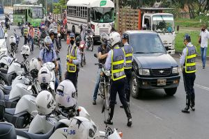 Más de un millar de infracciones se aplicaron en puente festivo