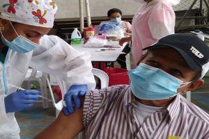 Cali inicia vacunación anticovid en adultos mayores de 65 años