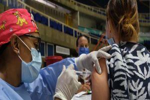 Anuncian vacunación para periodistas este viernes